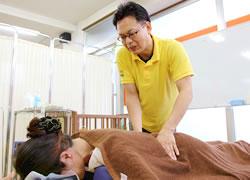 鹿児島市まつだ整骨院:腰痛治療の施術写真01