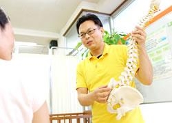 鹿児島市まつだ整骨院:骨盤矯正のカウンセリング写真